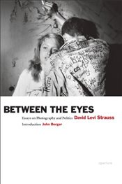 Between the Eyes: Essays on Photography and Politics - Strauss, David Levi