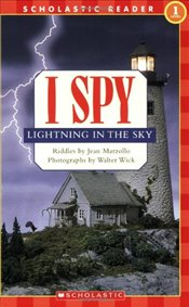 Scholastic Reader Level 1: I Spy Lightning in the Sky: I Spy Lightning in the Sky - Marzollo, Jean