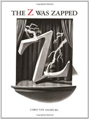 Alphabet Theatre Proudly Presents the Z Was Zapped : A Play in Twenty-Six Acts - Allsburg, Chris Van